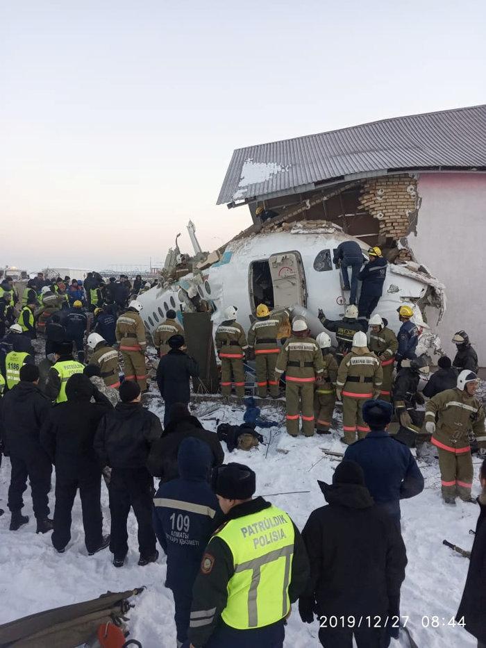Τραγωδία στο Καζακστάν: Πως σώθηκαν 60 επιβάτες [εικόνες & βίντεο] - εικόνα 4