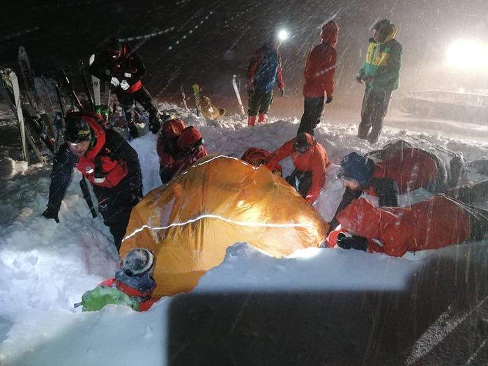 Θαύμα: Σκιέρ στην Αυστρία έμεινε κάτω από το χιόνι 5 ώρες- Και όμως επέζησε