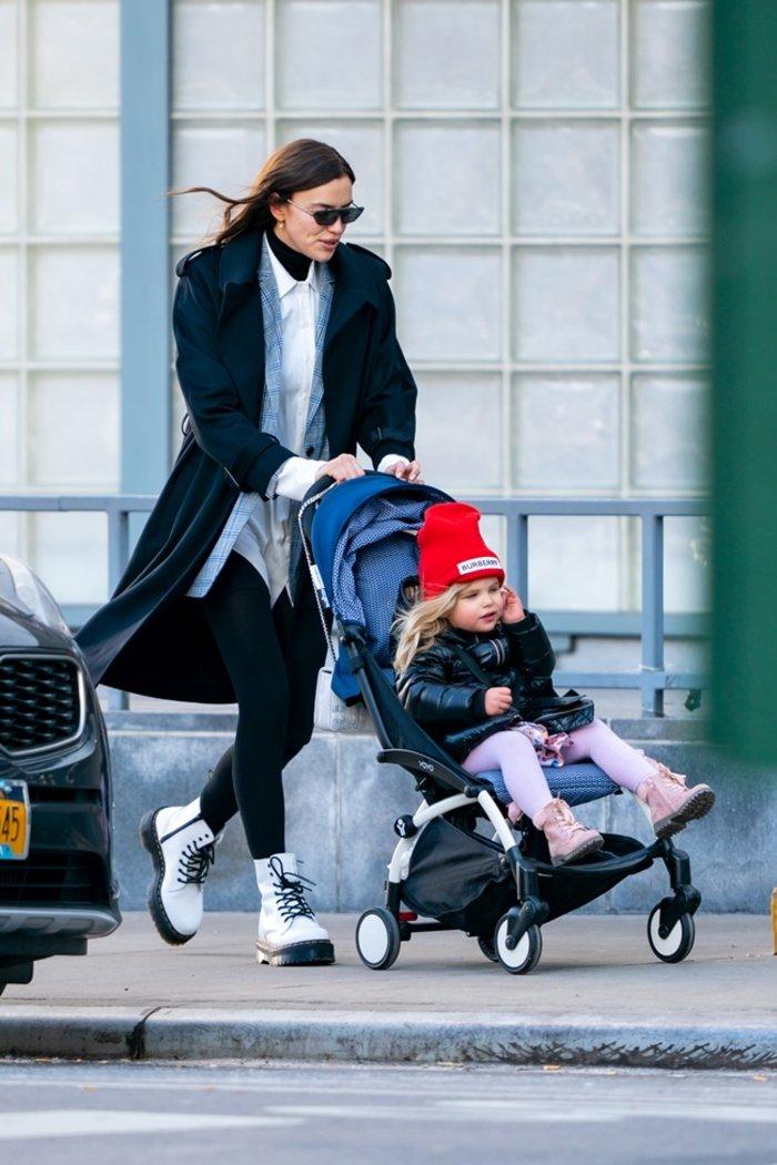 Ιρίνα Σάικ: δεν είναι καθόλου θλιμμένη, βόλτες με την κόρη της - εικόνα 2