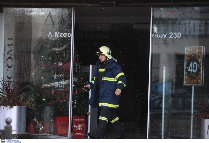 Φωτιά σε κτίριο που στεγάζεται πολυκατάστημα στη Μεσογείων - Φωτο - εικόνα 4
