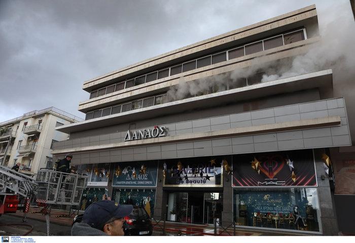 Φωτιά σε κτίριο που στεγάζεται πολυκατάστημα στη Μεσογείων - Φωτο - εικόνα 3