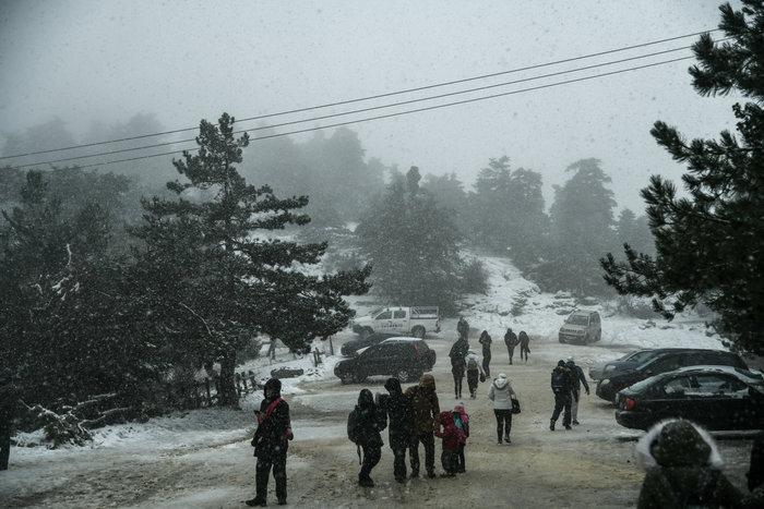 Ενισχύεται η «Ζηνοβία»: Χιόνια στην Αττική και τσουχτερό κρύο [χάρτες]