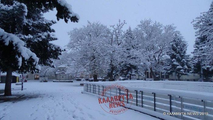 Μαγικό τοπίο: Τα Καλάβρυτα «ντύθηκαν» στα λευκά - εικόνα 2