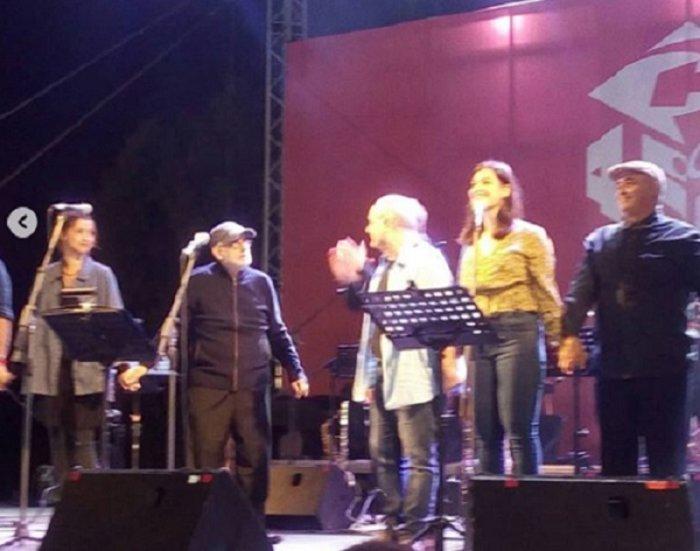 Θάνος Μικρούτσικος: Οι 7 τελευταίες φωτογραφίες επί σκηνής - εικόνα 2