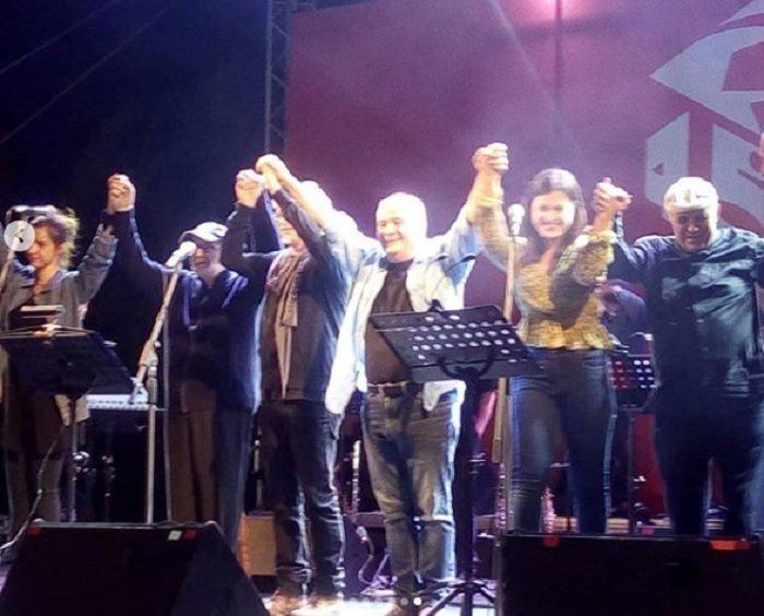 Θάνος Μικρούτσικος: Οι 7 τελευταίες φωτογραφίες επί σκηνής - εικόνα 6