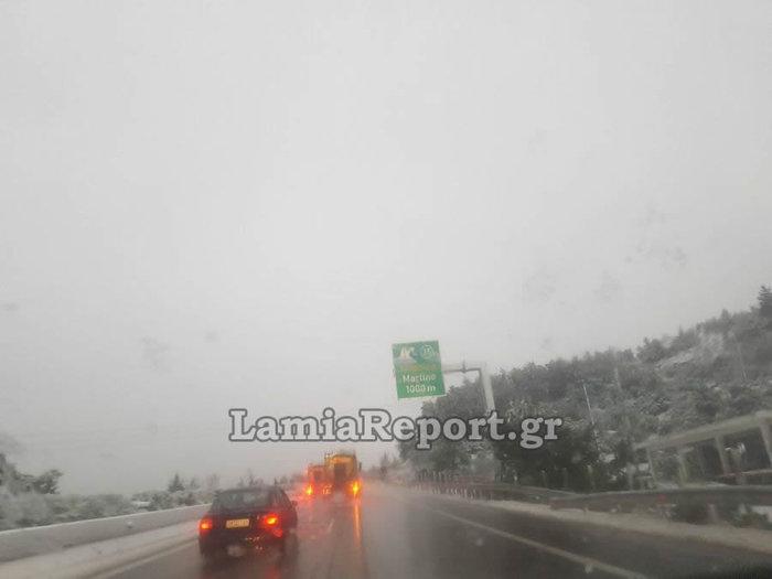 «Σαρώνει» η Ζηνοβία: Χιόνια, διακοπές ρεύματος, κλειστοί δρόμοι [εικόνες] - εικόνα 2