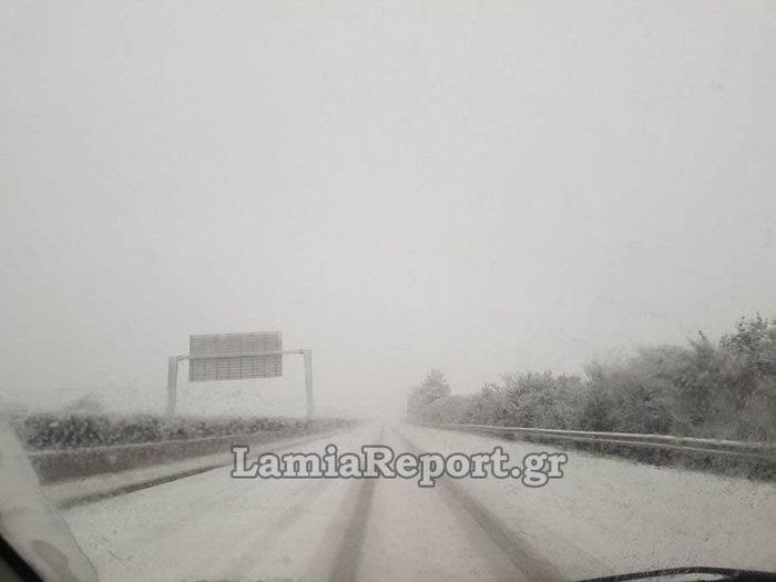 «Σαρώνει» η Ζηνοβία: Χιόνια, διακοπές ρεύματος, κλειστοί δρόμοι [εικόνες] - εικόνα 5
