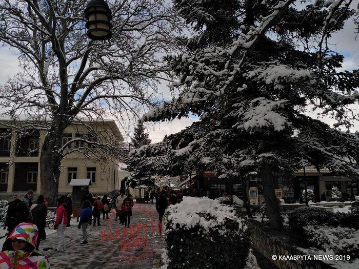 «Σαρώνει» η Ζηνοβία: Χιόνια, διακοπές ρεύματος, κλειστοί δρόμοι [εικόνες] - εικόνα 7