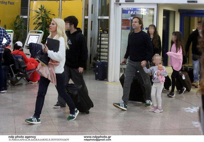 Έλένη Μενεγάκη: Στο αεροδρόμιο λίγο πριν «πετάξει» για εξωτικό προορισμό - εικόνα 2