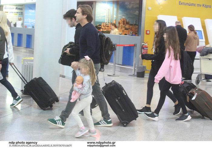 Έλένη Μενεγάκη: Στο αεροδρόμιο λίγο πριν «πετάξει» για εξωτικό προορισμό - εικόνα 4