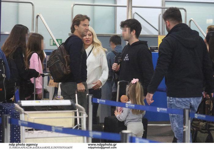 Έλένη Μενεγάκη: Στο αεροδρόμιο λίγο πριν «πετάξει» για εξωτικό προορισμό - εικόνα 5