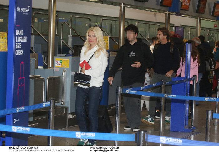 Έλένη Μενεγάκη: Στο αεροδρόμιο λίγο πριν «πετάξει» για εξωτικό προορισμό - εικόνα 6