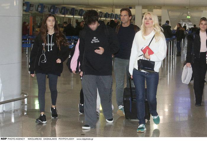 Έλένη Μενεγάκη: Στο αεροδρόμιο λίγο πριν «πετάξει» για εξωτικό προορισμό - εικόνα 7
