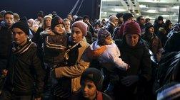 Μετακίνησαν άλλους 668 μετανάστες από τη Μυτιλήνη στην Αττική
