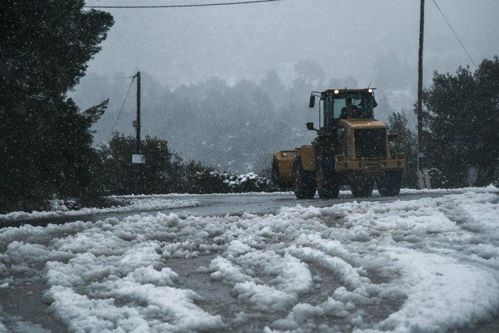 Ποιοι δρόμοι είναι κλειστοί λόγω χιονιά, απεγκλωβισμοί οδηγών [φωτό]