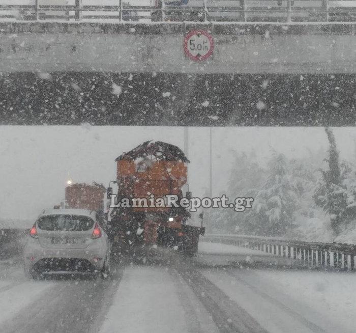 Ποιοι δρόμοι είναι κλειστοί λόγω χιονιά, απεγκλωβισμοί οδηγών [φωτό] - εικόνα 3