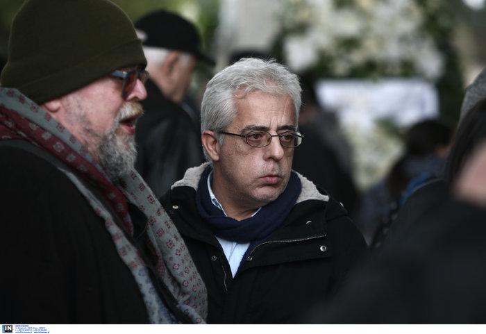 Το τελευταίο αντίο στον Θάνο Μικρούτσικο από το Α Νεκροταφείο - εικόνα 9