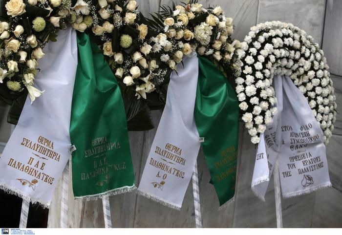 Το τελευταίο αντίο στον Θάνο Μικρούτσικο από το Α Νεκροταφείο - εικόνα 10