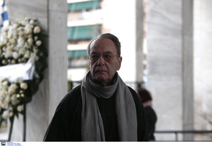 Το τελευταίο αντίο στον Θάνο Μικρούτσικο από το Α Νεκροταφείο - εικόνα 11