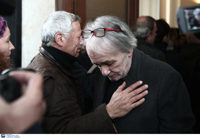 Το τελευταίο αντίο στον Θάνο Μικρούτσικο από το Α Νεκροταφείο - εικόνα 2