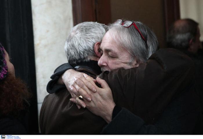 Θάνος Μικρούτσικος:Ράκος ο Ανδρέας Μικρούτσικος στην κηδεία του αδελφού του - εικόνα 3