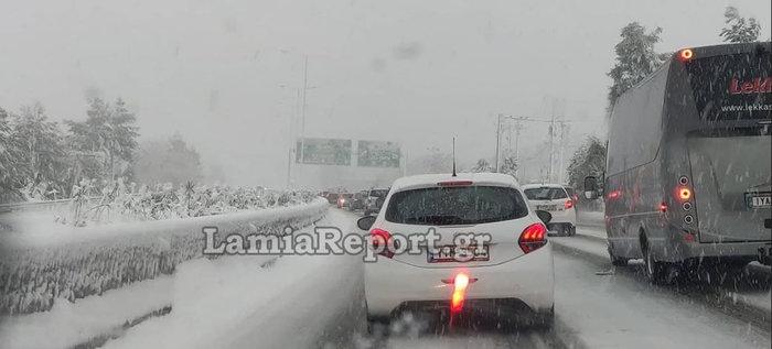 Ουρές χιλιομέτρων στη Μαλακάσα - Εγκλωβίστηκαν οδηγοί