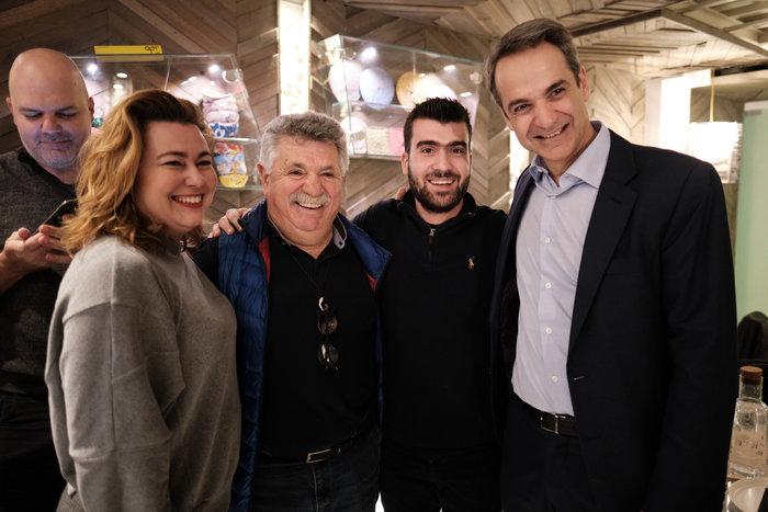 Ο Μητσοτάκης στη «Σχεδία» με τον σεφ Λαζάρου & δημοσιογράφους - εικόνα 3