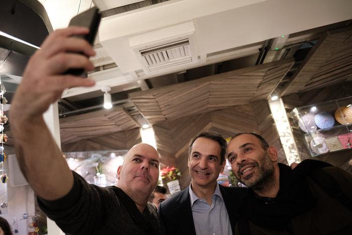 Ο Μητσοτάκης στη «Σχεδία» με τον σεφ Λαζάρου & δημοσιογράφους - εικόνα 4