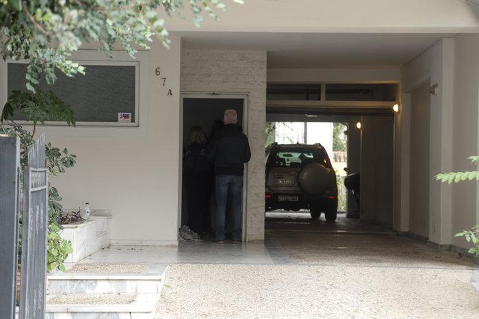 Σοκ στην Πεύκη: Μητέρα πέταξε την κόρη της από το μπαλκόνι και αυτοκτόνησε - εικόνα 2