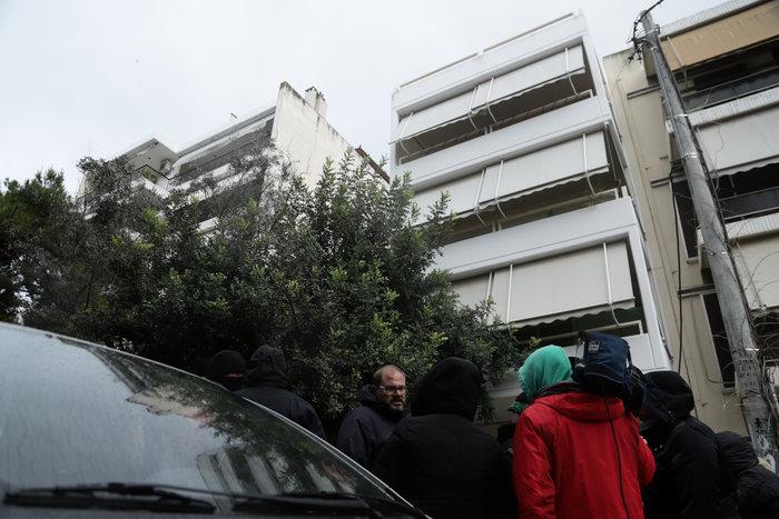 Σοκ στην Πεύκη: Μητέρα πέταξε την κόρη της από το μπαλκόνι και αυτοκτόνησε - εικόνα 3