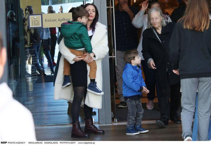 Σάννυ Χατζηαργύρη: Η Λίλα από τους Singles μαζί με τους δίδυμους γιους της - εικόνα 3