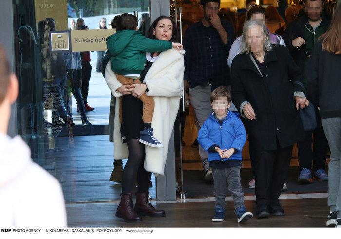 Σάννυ Χατζηαργύρη: Η Λίλα από τους Singles μαζί με τους δίδυμους γιους της - εικόνα 4