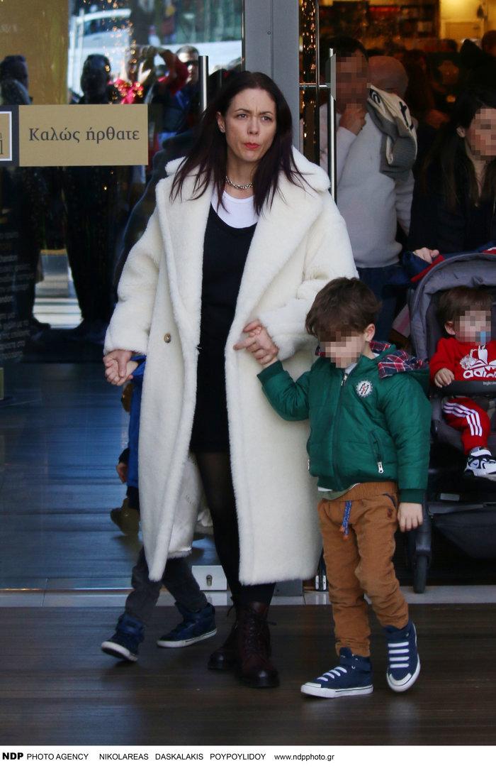 Σάννυ Χατζηαργύρη: Η Λίλα από τους Singles μαζί με τους δίδυμους γιους της - εικόνα 5