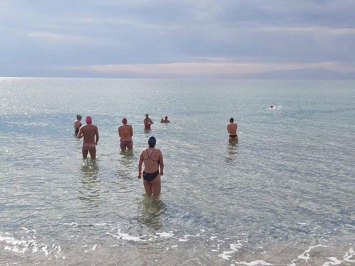 Η πρώτη σέλφι του 2020 για θαρραλέους κολυμβητές στη Χαλκιδική [εικόνες]