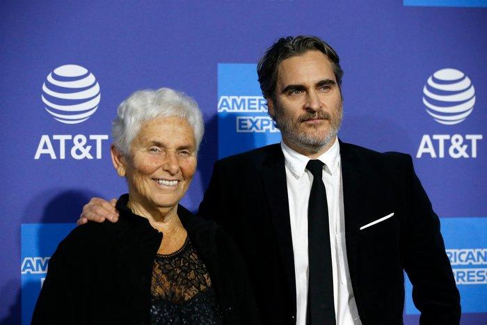 Ο Joaquin Phoenix σε φεστιβάλ σινεμά με τη μητέρα του [εικόνες]