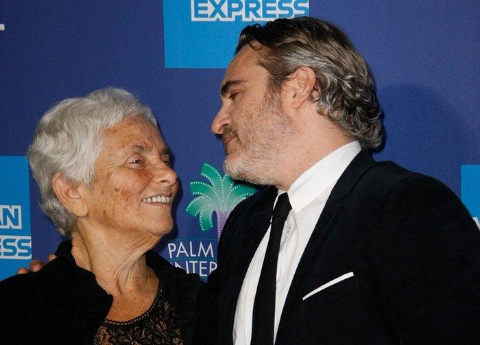 Ο Joaquin Phoenix σε φεστιβάλ σινεμά με τη μητέρα του [εικόνες] - εικόνα 2