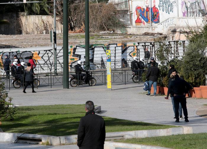 Ακροβολισμένοι αστυνομικοί γύρω από το Αρχαιολογικό Μουσείο λόγω Νετανιάχου - εικόνα 5