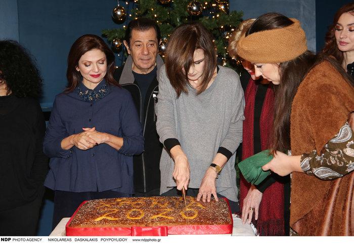 Τα θέατρα κόβουν πίτα: Κλασικές, μοδάτες & το τσαρούχι της Σμαράγδας Καρύδη - εικόνα 13