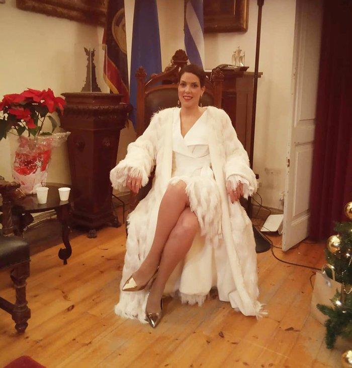 Η Πατούλη έκανε σχολή- Η απίστευτη φωτό σε θρόνο της Δημάρχου Κέρκυρας