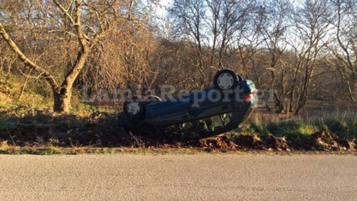 Αυτοκίνητο τούμπαρε λόγω πάγου και βρέθηκε εκτός δρόμου - Φωτο