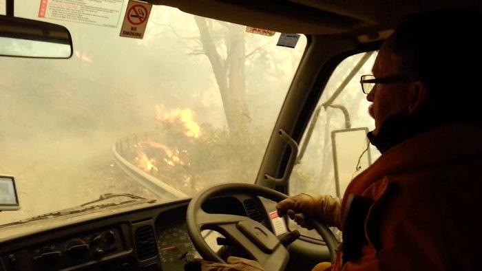 Απίστευτη φωτογραφία στην Αυστραλία: Στη θάλασσα οι φλόγες - εικόνα 2