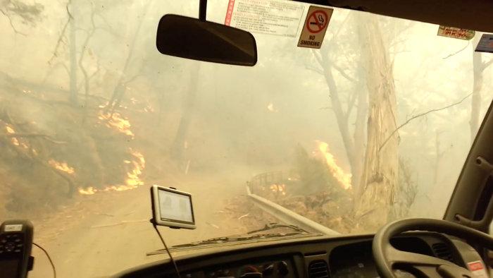Απίστευτη φωτογραφία στην Αυστραλία: Στη θάλασσα οι φλόγες - εικόνα 3