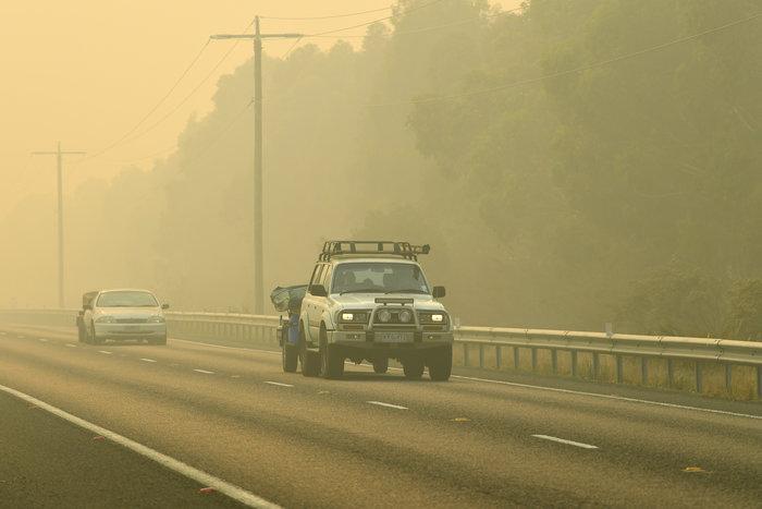 Απίστευτη φωτογραφία στην Αυστραλία: Στη θάλασσα οι φλόγες - εικόνα 4