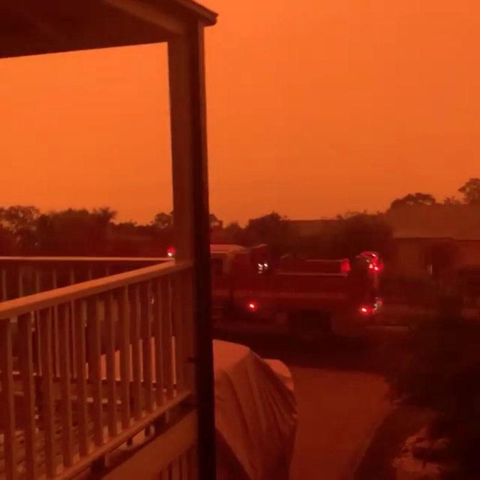 Απίστευτη φωτογραφία στην Αυστραλία: Στη θάλασσα οι φλόγες - εικόνα 5