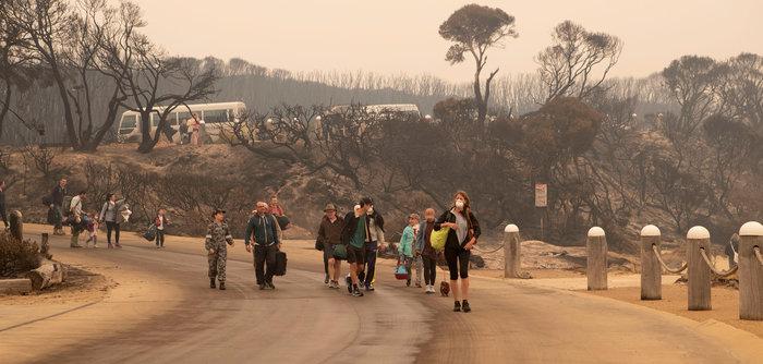 Απίστευτη φωτογραφία στην Αυστραλία: Στη θάλασσα οι φλόγες - εικόνα 6