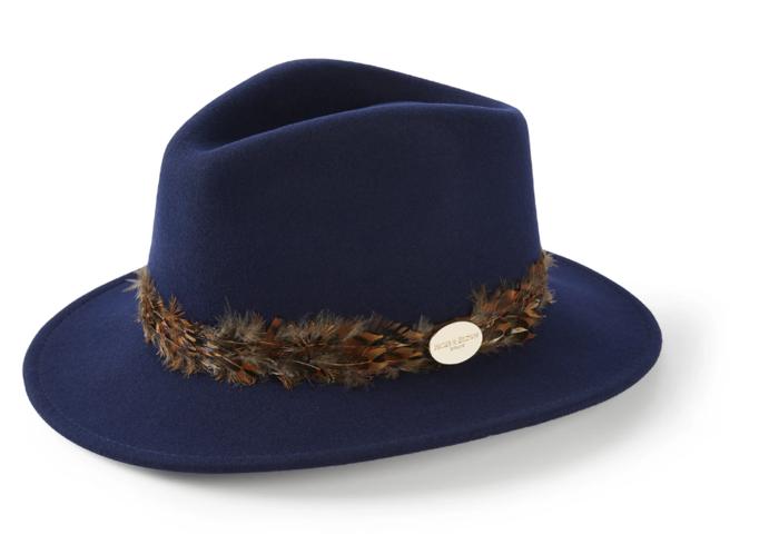 Η fashionista Κέιτ απογείωσε το χειμερινό της λουκ με καουμπόικο καπέλο