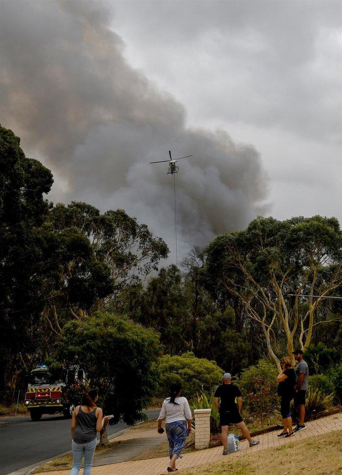 Στις φλόγες η Αυστραλία: Σοκάρουν οι εικόνες από δορυφόρο