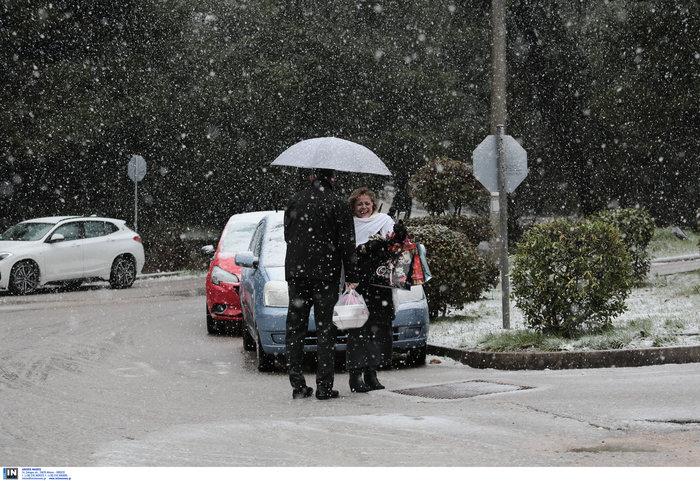«Ηφαιστίων»: Χιονίζει στα Β. Προάστια - Πως θα κινηθεί τις επόμενες ώρες - εικόνα 7
