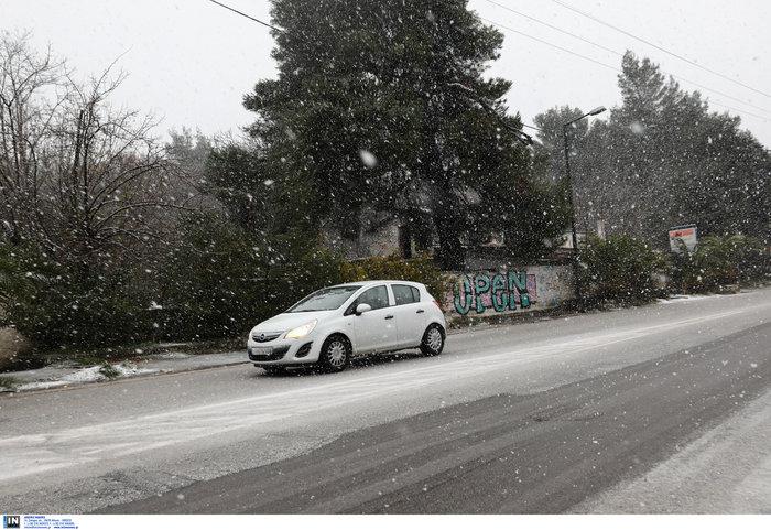 «Ηφαιστίων»: Χιονίζει στα Β. Προάστια - Πως θα κινηθεί τις επόμενες ώρες - εικόνα 4