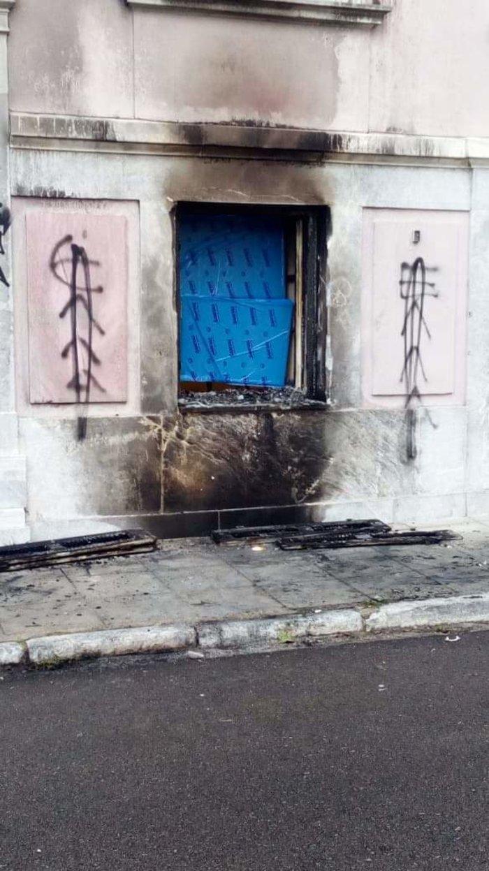 Επίθεση με γκαζάκια στο ίδρυμα Μητσοτάκη - εικόνα 2